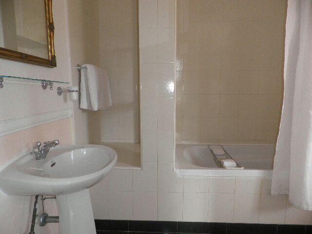 New Haven Suite Bath